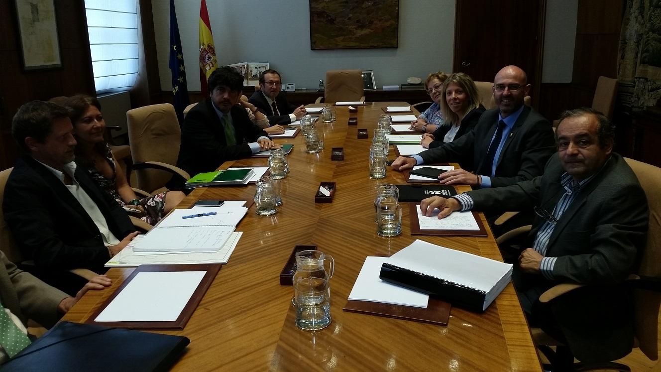 Los alcaldes de Argamasilla de Alba y Tomelloso llevan al Ministerio de Fomento la reivindicación del tren para la comarca