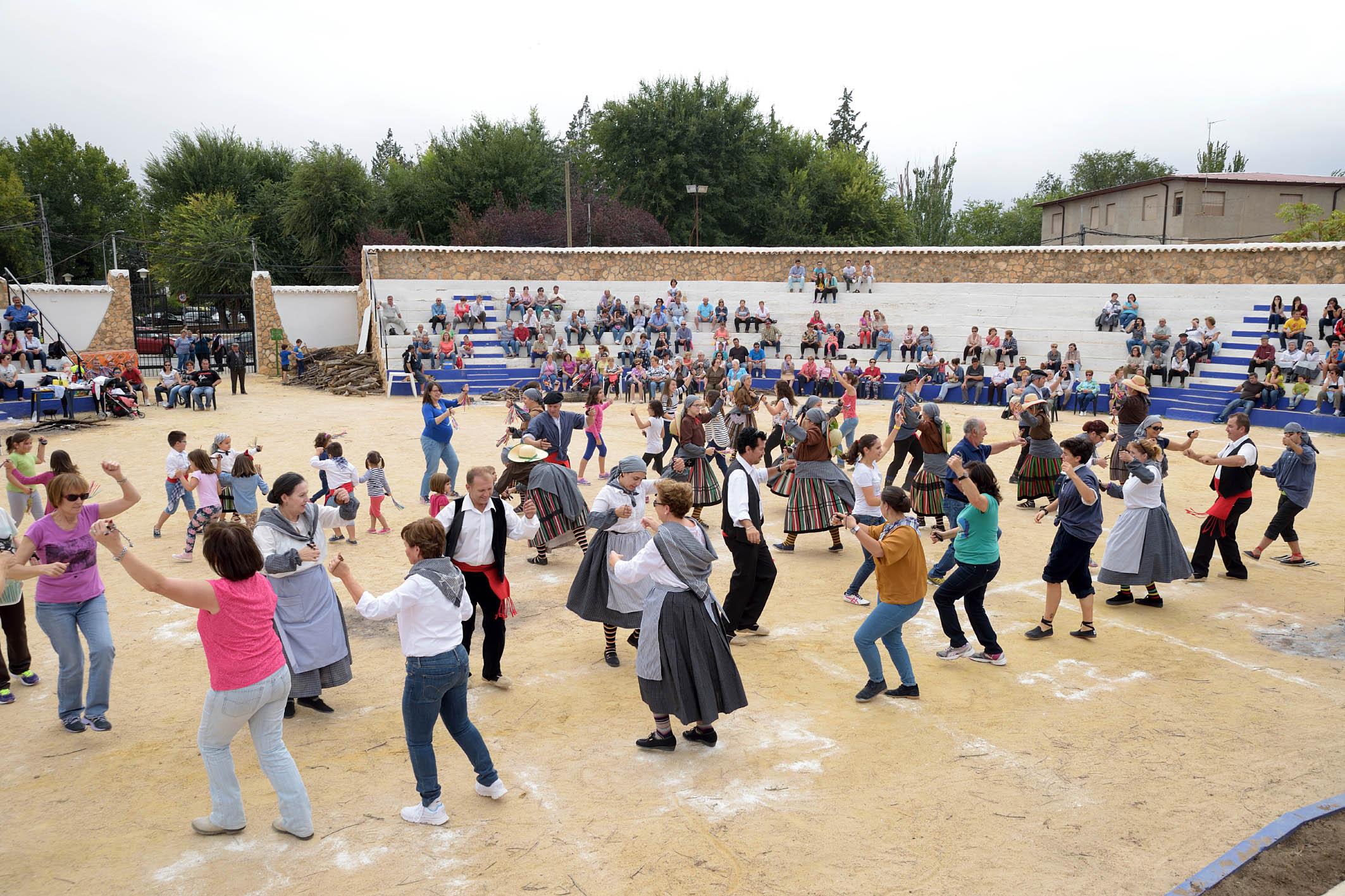Argamasilla celebra la finalización de la vendimia con folclore y migas manchegas