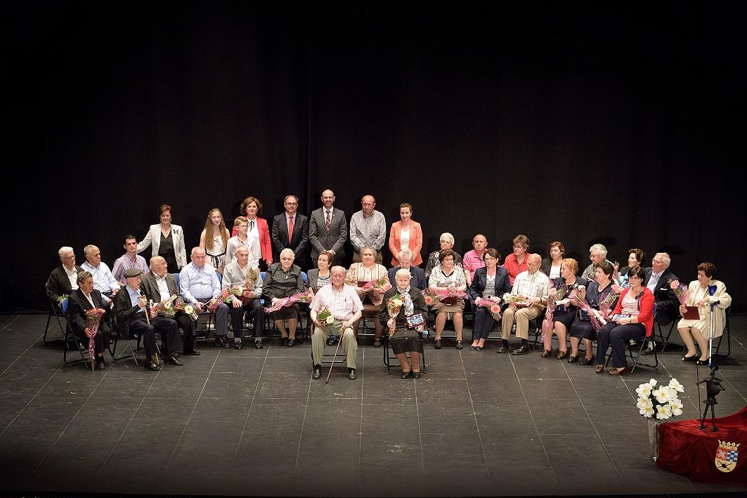 Los mayores de 85 y 100 años reciben un merecido homenaje en Argamasilla de Alba