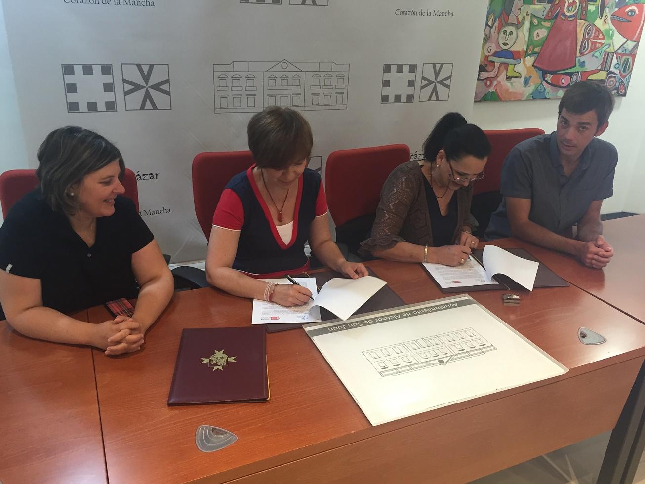 Renovación en Alcázar del convenio para la atención a adolescentes y familias en situación de dificultad social