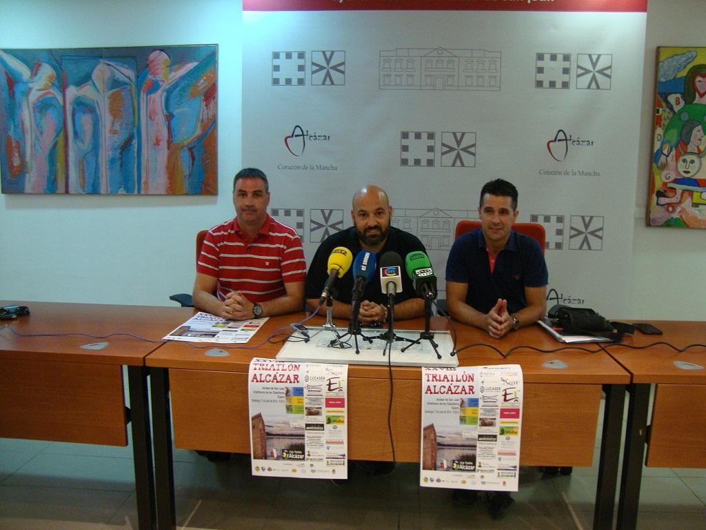 Presentación del XXVIII Triatlón Alcázar en el Ayuntamiento de Alcázar de San Juan que colabora en este evento