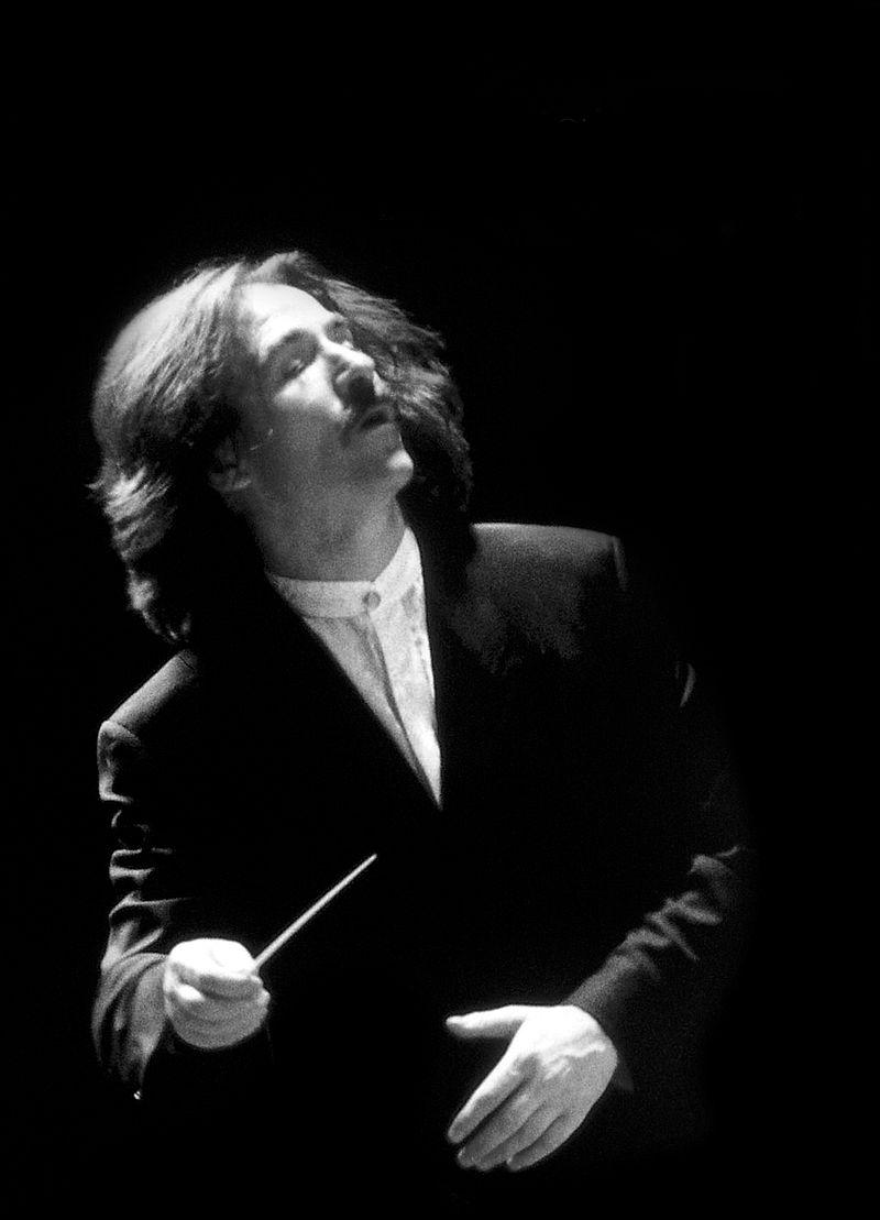 Luis Cobos dirigirá una orquesta y un coro de mujeres en la clausura de los actos criptanenses del IV Centenario de Cervantes