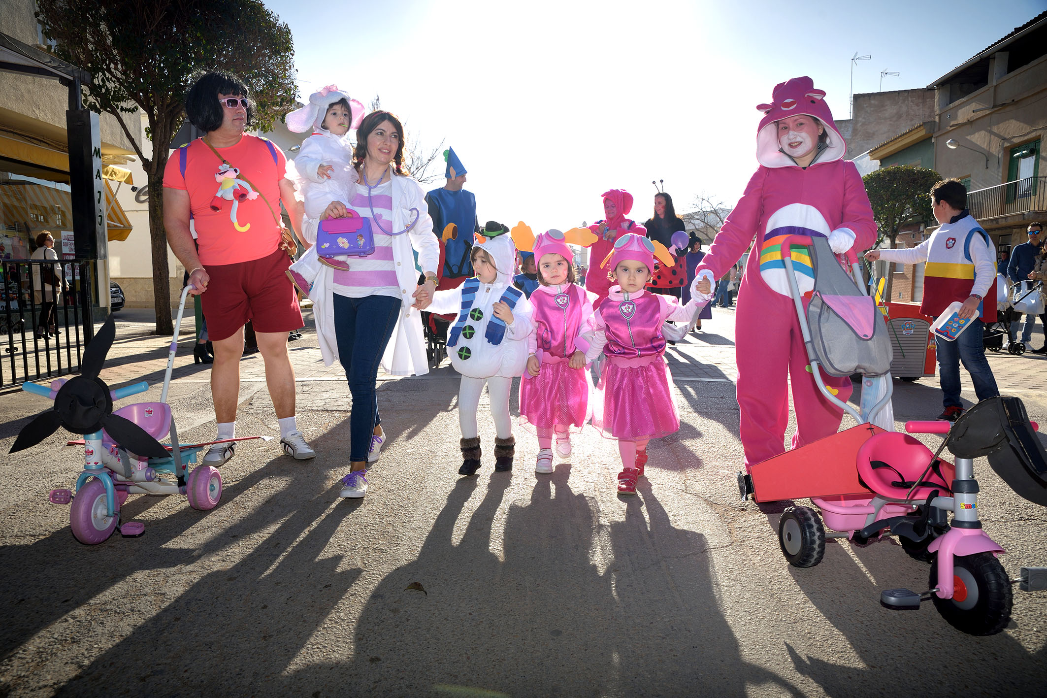 Los niños y niñas de Argamasilla de Alba tomaron la calle con el Desfile de Comparsas Infantiles