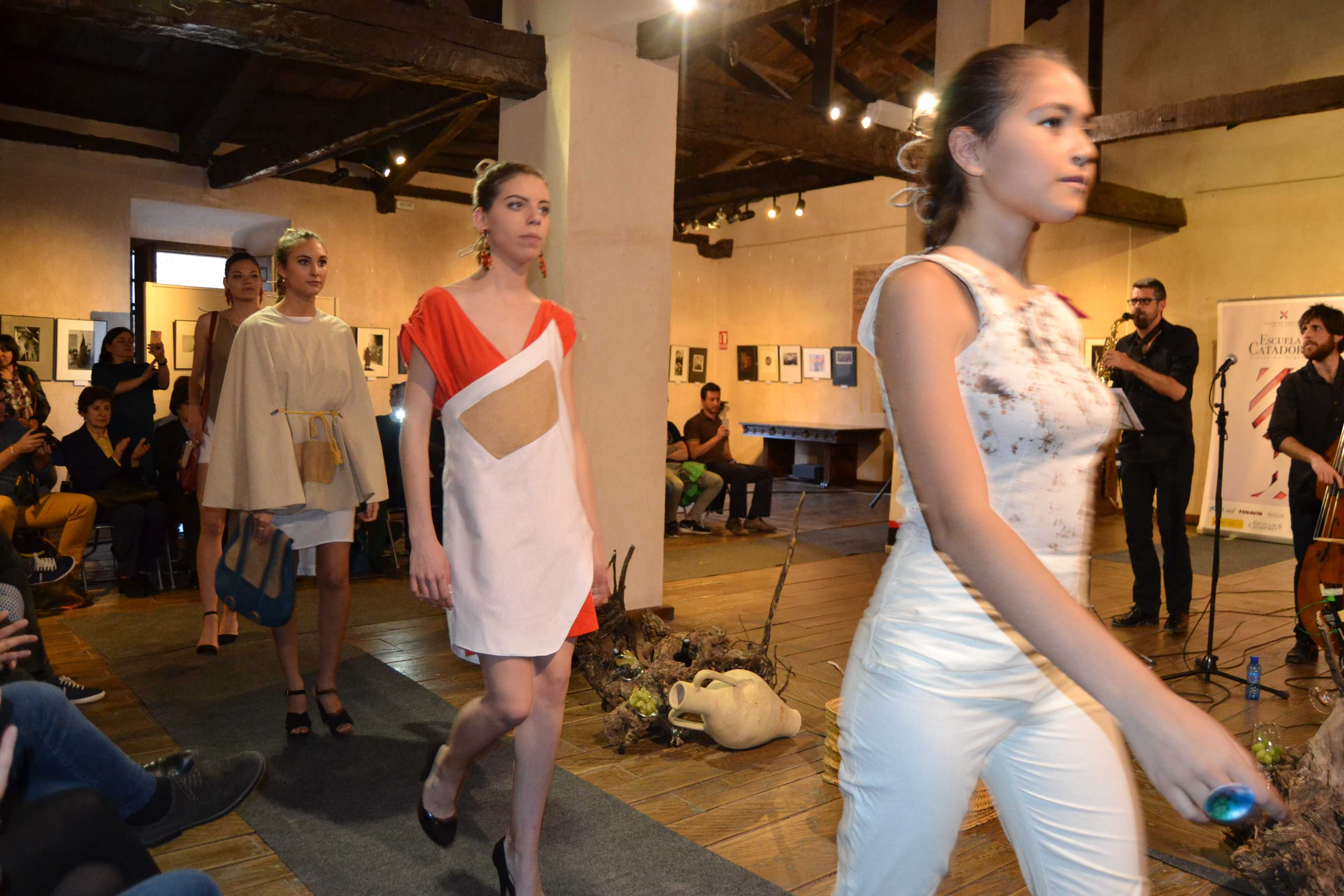 El Museo del Pósito de Campo de Criptana acogió la segunda cita de Moda con Vino