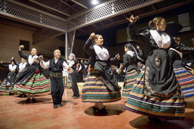 La Escuela Municipal de Bailes Manchegos clausuró el curso con el XVIII Festival Infantil de Folklore