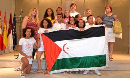 La alcaldesa recibió a los niños sahararuis que pasarán el verano en Alcázar