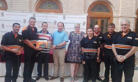 La empresa Harinas Palmero hace entrega de una emisora de radio a Protección Civil