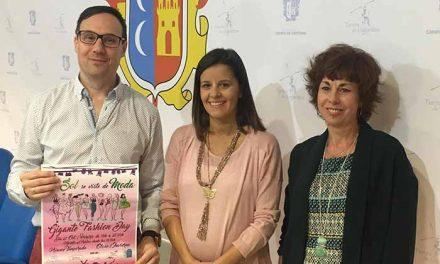 El Ayuntamiento y la Asociación de Comercio ultiman preparativos para la campaña de Navidad con la celebración de la Gigante Fashion Day