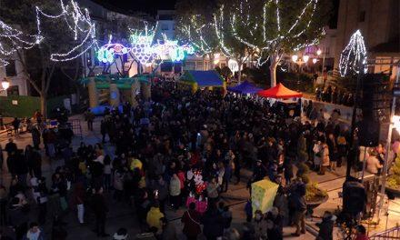 Lleno en la plaza Mayor de Campo de Criptana en el encendido de luces de Navidad