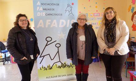Afadis Alcázar solicita un nuevo transporte adaptado tras 20 años con el mismo vehículo
