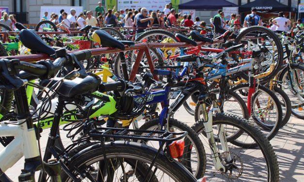 La Titán de La Mancha reunió a cerca de 1.900 ciclistas para disputar las pruebas de 100 y 200 Kilómetros