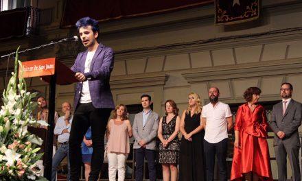 Óscar Escudero dio la bienvenida a la Feria de Alcázar componiendo un pregón en el que utilizó las palabras como notas musicales para recrear sus recuerdos