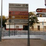 Esta semana comienza la instalación de nueva señalización indicativa de calles, edificios públicos, información turística y publicidad de empresas particulares