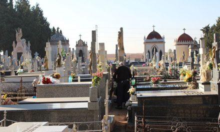 El ayuntamiento prepara el cementerio para la celebración del Día de los Santos