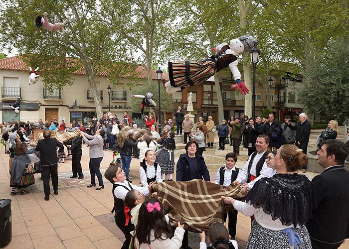 Argamasilla de Alba mantiene viva la tradición del Manteo del Pelele