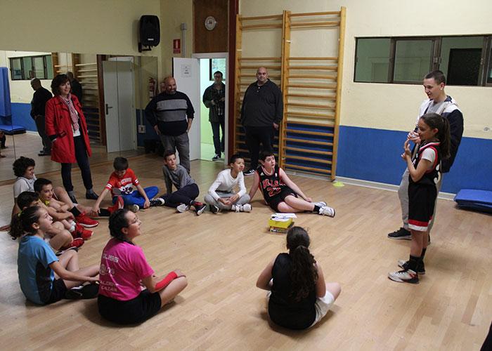 Más de 40 niños y niñas disfrutan del Campus English Basketball durante las vacaciones de Semana Santa