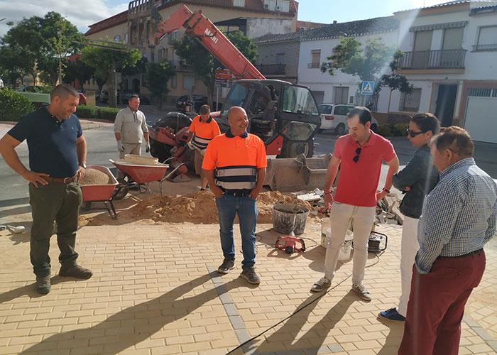 Continúan las obras de renovación del acerado en el barrio de San Antón