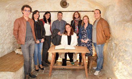 Tània Balló muestra en Argamasilla de Alba parte del proyecto que está realizando sobre 'Las Sinsombrero'