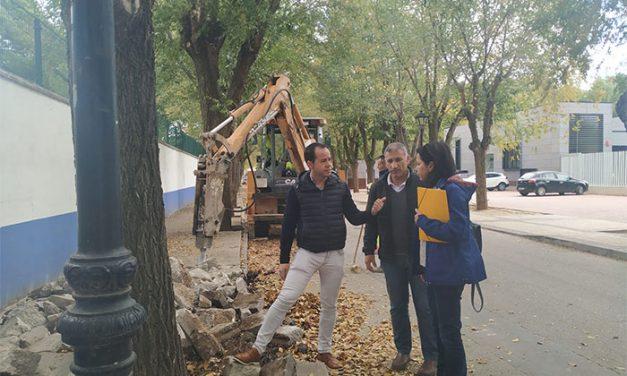 Comienzan las obras de renovación del acerado derecho en la Avenida de Tierno Galván