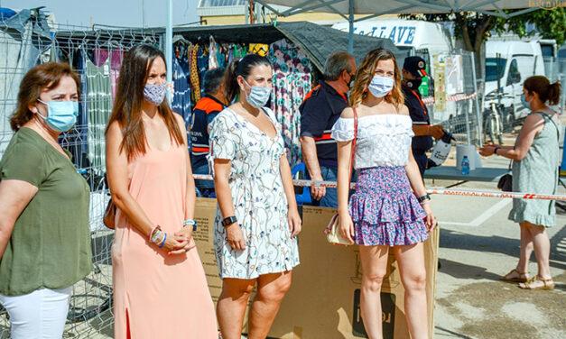 Alba Ramírez se muestra satisfecha por el buen funcionamiento del mercadillo de Tomelloso