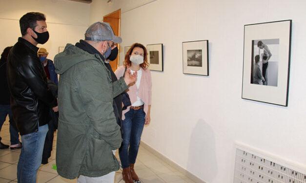"""Inaugurada en el Museo Municipal la exposición """"Miradas"""", de Txus Leal"""