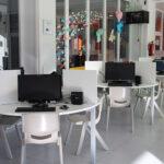 Los Puntos de Inclusión Digital en Alcázar de San Juan cuentan con tres monitores que ayudan a los usuarios a realizar sus trámites