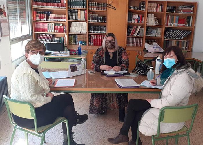 La concejala de Educación visita los colegios de Herencia para dar a conocer la creación del Consejo Local de Infancia y Adolescencia