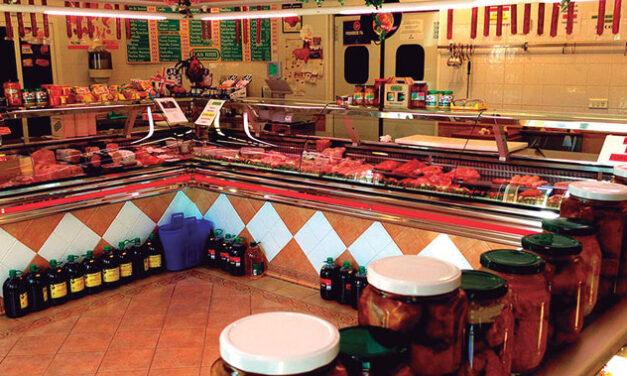 Carnicería Las RRR (Pedro Muñoz). Fundada en 1984 con décadas de historia como profesionales matarifes