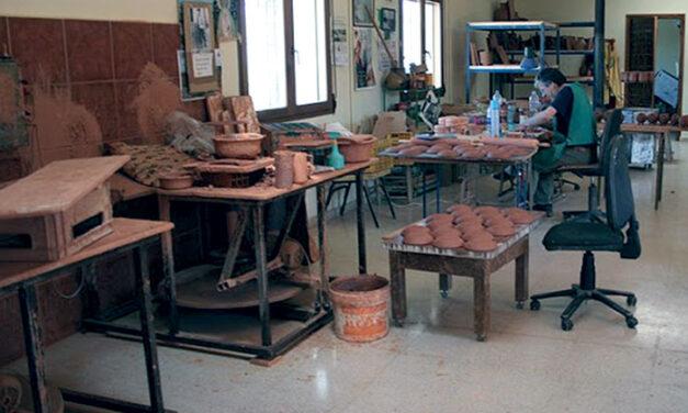 Alfarería de los Peño: Saga familiar de alfareros en Villafranca de los Caballeros que data del siglo XIX y cuya actividad ha sido fundamental durante décadas en la producción de cerámica de la comarca